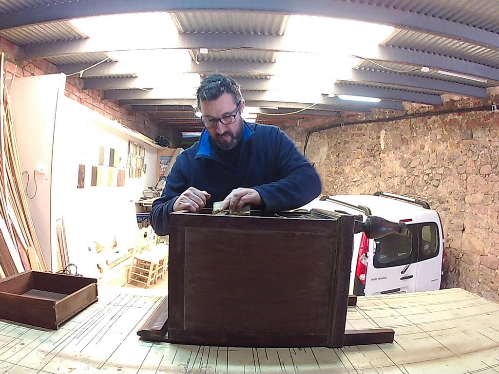 Restauración de mesitas de madera