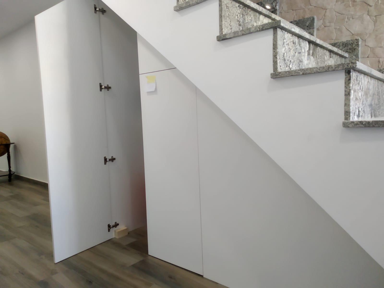 Hueco de escalera en madera