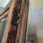 Restauración puerta exterior de vivienda en mobila vieja 02