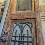 Restauración puerta exterior de vivienda en mobila vieja 04