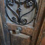 Restauración puerta exterior de vivienda en mobila vieja 06