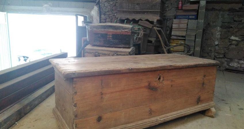 Restauración baúl de pino viejo